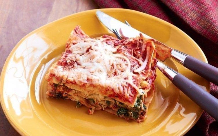 Easy Chicken & Spinach Lasagna–400 Calories Per Serving!