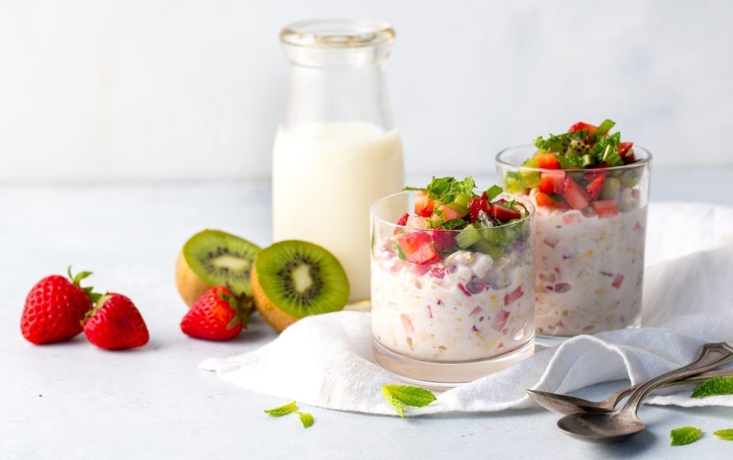 Lemony Strawberry Oat Soak With Kiwi Mint