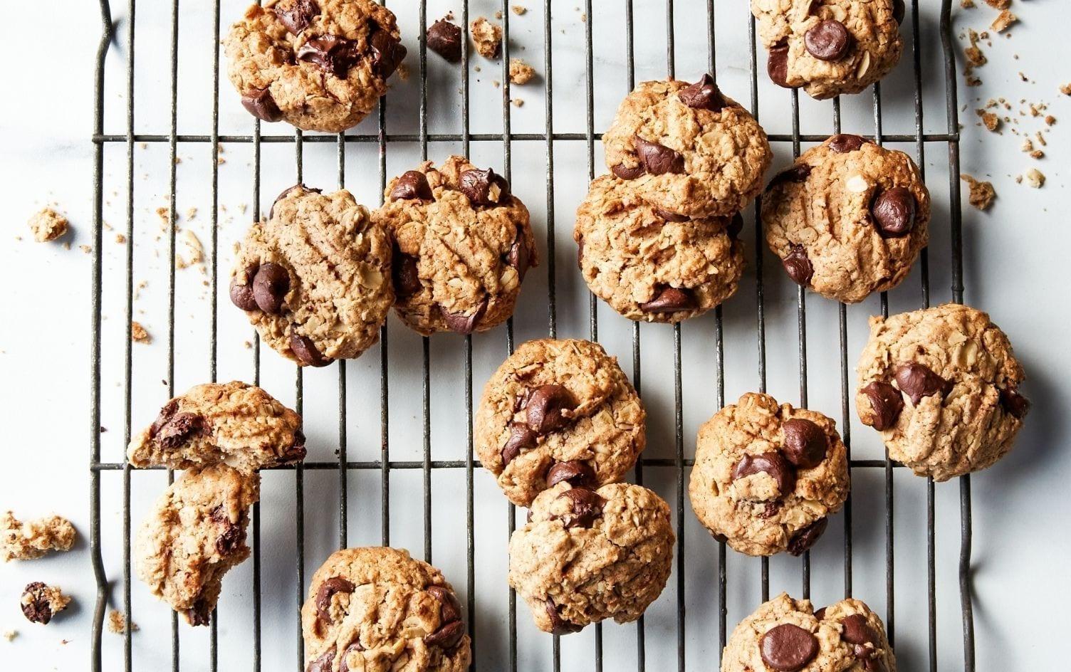 Crunchy Vegan Oat Chocolate Chip Cookies